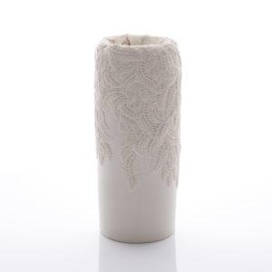 Porcelain sculpture by Hitomi Hosono