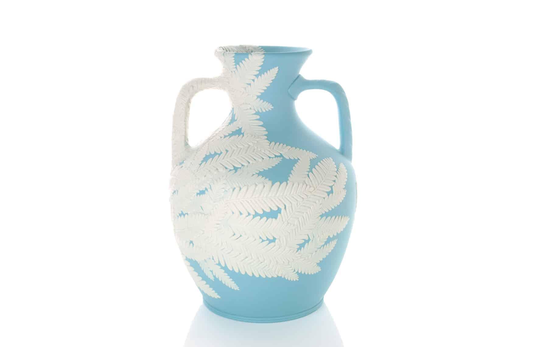 Ceramic vase by Hitomi Hosono
