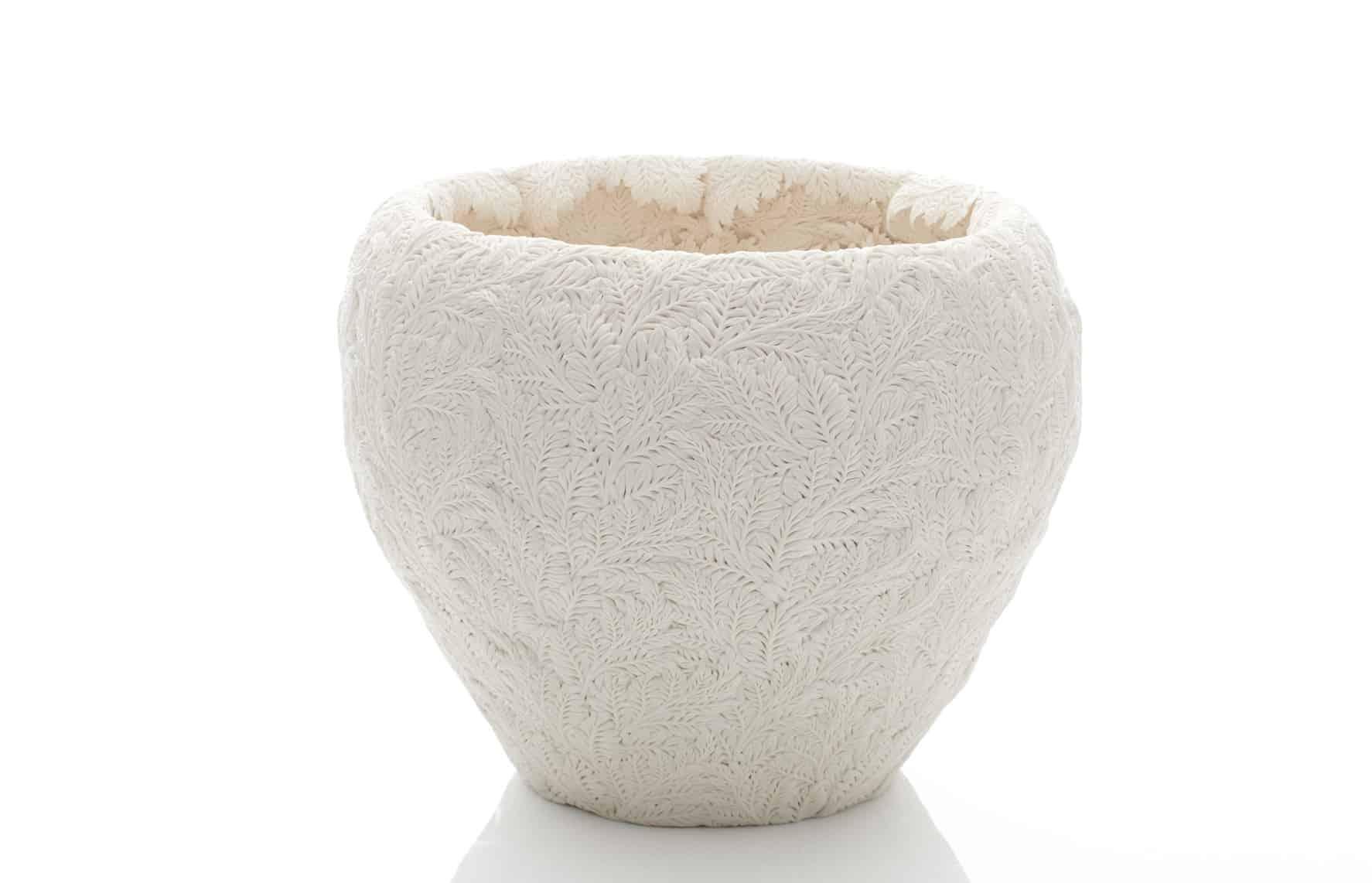 Ceramic sculpture by Hitomi Hosono