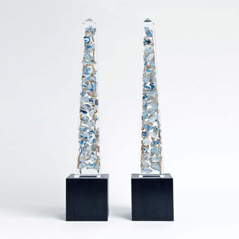 Bouke de Vries Delft Obelisks, 2020 A pair of contemporary acrylic obelisks containing 17th and 18th century blue and white Dutch Delft fragments on veneered bases
